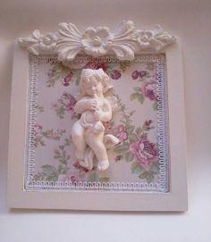 Quadro Shabby   Quadro em pátina provençal,tecido motivo shabby 100% algodão.Apliques em resina. R$ 45,00