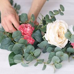 Lots of how-to videos for making your own floral arrangements with silk flowers. Afloral.com