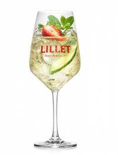Lillet Berry, Lillet Vive, erfrischende Sommergetränke, Rezepte, Shop - Health and wellness: What comes naturally Alcoholic Punch Recipes, Drinks Alcohol Recipes, Alcoholic Drinks, Tonic Water, Lillet Berry, Vodka Punch, Alcohol Punch, Lemon Vodka, Cranberry Vodka