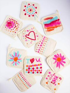 DIY Painted Pot Holders for Mother's Day - Design Improvised diy mothers day crafts for kids - Kids Crafts Diy Mother's Day Crafts, Mother's Day Diy, Diy Crafts For Kids, Kids Diy, Preschool Crafts, Easy Crafts, Mothers Day Crafts For Kids, Diy Mothers Day Gifts, Diy Bath Salts Gifts