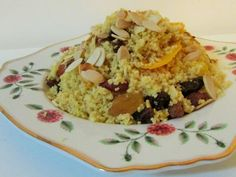 cuscuz marroquino com passas, açafrão e laranja Marmite, Dinner Party Recipes, Eastern Cuisine, Oatmeal, Rice, Snacks, Cooking, Breakfast, Food