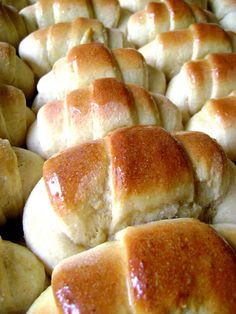 Perfect Sunday Dinner Rolls ... Here are a dozen reasons not to be on the Atkins diet.