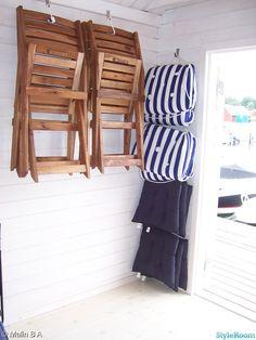 stol,förvaring,dynor,krokar,vägghängd Coastal Homes, Coastal Living, Sleeping Loft, Creative Outlet, Beach House, Shed, Home And Garden, Cottage, Cabin