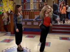 Riley Matthews's Women's Tate Clogs And Mules Shoes on Girl Meets World
