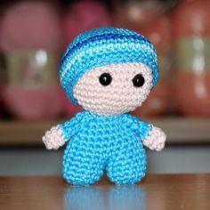 Mini panenka s velkou hlavičkou - NÁVODY NA HÁČKOVÁNÍ Minis, Yoshi, Hello Kitty, Diy And Crafts, Crochet Hats, Dolls, Handmade, Character, Charts