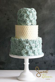 Rosen und Mintgrün auf cremefarbener Buttercreme - ein Gedicht! Rosettes Wedding Cake