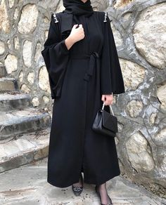 Genç Tesettür Niqab Fashion, Modern Hijab Fashion, Hijab Fashion Inspiration, Muslim Fashion, Fashion Outfits, Hijab Chic, Outfit Pinterest, Black Abaya, Mode Abaya