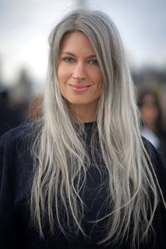 HAIR IS A 2015 TREND – AND I'M WAY AHEAD Surprising top beauty trend of Gorgeous grey hair à la Sarah Harris, doncha know.Surprising top beauty trend of Gorgeous grey hair à la Sarah Harris, doncha know. Long Gray Hair, Grey Wig, Grey Hair In 20s, Sarah Harris, Young Harris, Pelo Natural, Natural Hair Styles, Long Hair Styles, Natural Beauty