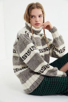 Shop Canadian Sweater Company Heritage Knit Turtleneck Sweater at Urban Outfitters today. Sweater Outfits, Fall Outfits, Cute Outfits, Cowichan Sweater, Thick Sweaters, Girls Sweaters, Make Your Own Dress, How To Purl Knit, Sweater Making