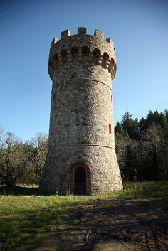 Castle Tower Detail: Imágenes, fotos de stock y vectores Medieval Tower, Medieval Castle, Tower House, Castle House, Castle Ruins, Tower Castle, Small Castles, Unusual Buildings, Fantasy Castle