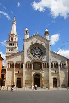 Duomo di Modena, arte romanica XI sec.- annessa torre Ghirlandina - Emilia Romagna - Italia