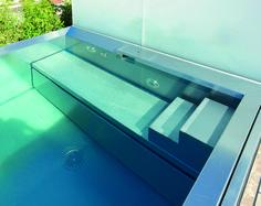 Basen ze stali nierdzewnej, właściwości basenu. Zobacz więcej na: https://www.homify.pl/katalogi-inspiracji/16556/baseny-ze-stali-nierdzewnej
