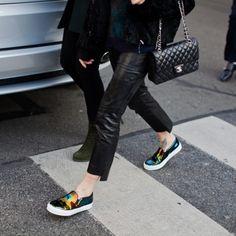 Tendenze moda: le slip on Slip on: le famose sneaker senza lacci lanciate per la prima volta negli anni '80 si confermano le scarpe di tendenza della SS15.