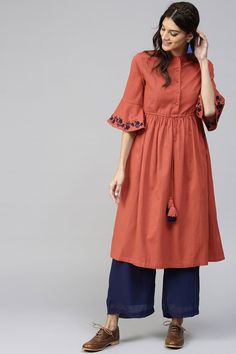 Stylish Kurtis Design, Stylish Dress Designs, Stylish Dresses For Girls, Simple Kurta Designs, Kurta Designs Women, Salwar Designs, Lehenga Designs, Kurti Embroidery Design, A Line Kurta