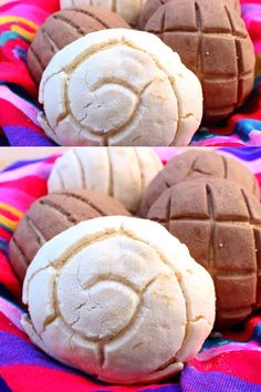 Conchas is one of the most popular Mexican sweet breads. A yummy Mexican dessert that makes a delicious treat. This pan dulce recipe and step-by-step pictures is by Mama Maggie's Kitchen recipes videos dessert Conchas (Mexican Sweet Bread) Mexican Pastries, Mexican Sweet Breads, Mexican Bread, Mexican Snacks, Mexican Dessert Recipes, Guatemalan Sweet Bread Recipe, Mexican Bakery, Authentic Mexican Recipes, Conchas Recipe