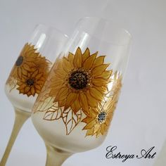 Hand painted toasting flutes, Champagne Glasses, Sunflowers Wedding, Sunflowers, set of 2