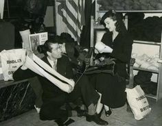 Sir Laurence Olivier and Lady Vivian Leigh contributing to Bundles for Britain.