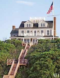 Towering high above Nantucket, this classic Colonial-inspired summer home in the seaside city offers a luxurious escape from the day-to-day stresses. | archdigest.com