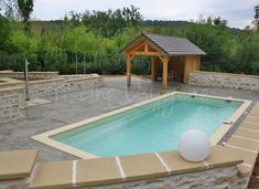 Piscine UNIQUe Avec Plage De Piscine En Béton Décoratif Matricé - Modele de piscine en beton
