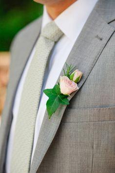 Simple rose boutonniere.   Photography: Yaritza Colón Photography - www.yaritzacolon.com