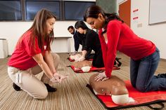 Online First Aid certification provided by AHA instructors. Get updated on latest CPR and First Aid methods with AHA and ECC guidelines. Cpr Training, Safety Training, Training Center, Career Training, Training Courses, Red Cross First Aid, First Aid Cpr, Basic Life Support, First Aid Course