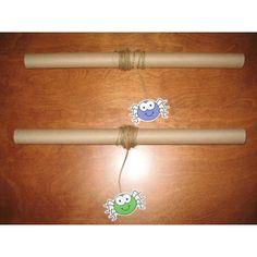 Use toilet paper rolls Kindergarten Halloween Party, Theme Halloween, Halloween Activities For Kids, Halloween 2018, Happy Halloween, Funky Fingers, Bricolage Halloween, Gross Motor Activities, Fine Motor Skills