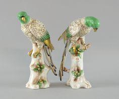 Par de papagaios em porcelana de finais do sec.19th, 21cm de altura, 1,160 USD / 1,030 EUROS / 4,490 REAIS / 7,380 CHINESE YUAN https://soulcariocantiques.tictail.com