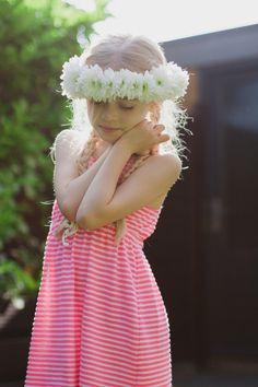 Petit Lou Blog   DIY – How to Make a Flower Crown  http://www.petitloublog.com/diy-how-to-make-a-flower-crown/
