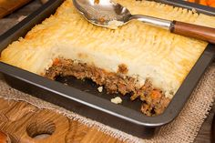 Savoury Mince is super versatile, it can be used as a main dish or for a filling for pastries, on toast, the list is endless! Try our recipe! Best Beef Recipes, Mince Recipes, Baking Recipes, Favorite Recipes, Savoury Recipes, Free Recipes, Mince Dishes, Beef Dishes, Tasty Dishes
