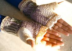 Ravelry: Dainty Fingerless Mitts pattern by Rose Powell