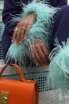 Summer bright nail shades with Essie // Adding feathers to this Topshop suit // Click through to Atlantic-Pacific for more feather looks and to see the new summer shades from Essie // Bag by Flynn and sweater by Everlane Essie, Atlantic Pacific, Vogue, Looks Chic, Mode Vintage, Fashion Details, Aesthetic Clothes, Passion For Fashion, Personal Style