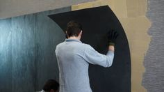 AIRSLATE une revêtement mural ultra-slim signé PORCELANOSA. Un coup de coeur de la rédaction de www.source-a-id.com. Wall Finishes, Tiles, Cabin, Slim, Shower, Painting, Furniture, Decor, Pastor