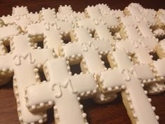 1era Comunión                                                                                                                                                                                 Más Christening Cookies, Christening Favors, Baptism Party, Baby Baptism, First Communion Decorations, First Communion Favors, First Holy Communion, Cross Cookies, Fancy Cookies