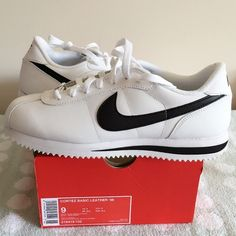 LISTING NIKE CORTEZ BASIC LEATHER SIZE 9(MEN) -BRAND NEW IN BOX (NO LID) -SIZE: 9 (MEN) -DESCRIPTION: CORTEZ BASIC LEATHER '06 -COLOR: WHITE/BLACK      ⭐RATED SELLER  FAST SHIPPER NEXT DAY SHIPPING  ❌NO TRADE ❌NO PAYPAL  ✅BUNDLE OFFER Nike Shoes Sneakers