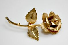 Nice Vintage Gold Tone Metal Pin / Brooch  3D by estatesalegems, $4.00
