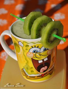 Shake de kiwi Kiwi, Cooker, Mason Jars, Good Food, Mugs, Tableware, Smoothie, Dinnerware, Tablewares