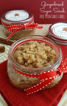 Gingerbread Sugar Scrub: Free Printable - Happy Mothering Looking for a unique sugar scrub scent for the holidays? This gingerbread sugar scrub recipe is perfect for pampering yourself or loved ones this year! Diy Body Scrub, Diy Scrub, Face Scrub Homemade, Homemade Gifts, Diy Gifts, Neutrogena, Sugar Scrub Diy Peppermint, Zucker Schrubben Diy, Sugar Scrub Recipe