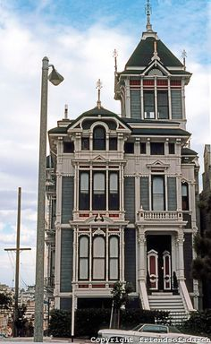 San Francisco: My favorite Victorian House, Fulton Street, facing Alamo Square park. Formerly the Russian Embassy. Victorian Architecture, Beautiful Architecture, Beautiful Buildings, Beautiful Homes, Fulton Street, Victorian Style Homes, Old Victorian Houses, Old Mansions, Second Empire