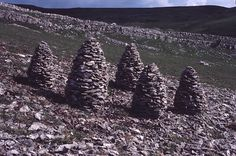Andy Goldsworthy – Limestone cones Interesting to see them as a group.