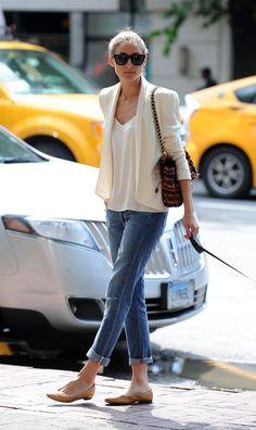 On apprécie la grande simplicité de cette tenue