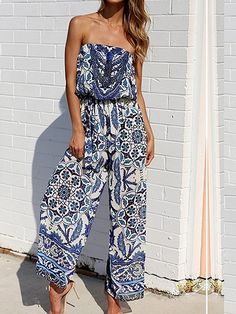 Must-Have Outfits & Jumpsuits For Spring and Summer, Cute Jumpsuit, Casual Outfit Ideas, Floral Print Jumpsuit, Style Inspiration for Spring Outfits, Summer Outfits, Spring 2018 Fashion, Outfit Inspiration