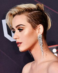 Katy Perry Wearing a Purple Braided Bun – Celebrities Woman Pixie Hairstyles, Celebrity Hairstyles, Haircuts, Celebrity Faces, Pelo Mohawk, Short Hair Cuts, Short Hair Styles, Katy Perry Wallpaper, Pelo Retro