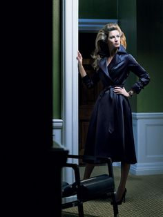 Gisele Bündchen a few years ago. an amazing trench coat from Aquascutum.