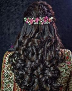 Ditch the same old ponytail and braid and get inspired with these ten jaw dropping hairstyles for indian weddings from a retro hairdo to a crimped hairstyle lets take a look at whats trending for long hair hair styles bridal indian india ideas hair Indian Wedding Hairstyles, Bride Hairstyles, Down Hairstyles, Trendy Hairstyles, Hairstyles Haircuts, Bridesmaid Hairstyles, Engagement Hairstyles, Everyday Hairstyles, Black Hairstyles