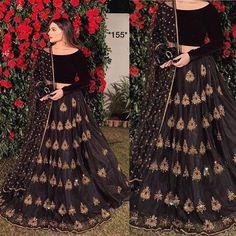 Indian Fashion Dresses, Indian Designer Outfits, Indian Outfits, Saree Fashion, Ethnic Outfits, Indian Gowns, Diy Fashion, Party Wear Lehenga, Bridal Lehenga