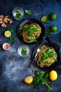 picante-jalapeno.blogspot.com: Makaron spaghetti z bazyliowym pesto Pesto, Noodles, Spaghetti, Cooking, Food Food, Ethnic Recipes, Macaroni, Kitchen, Noodle