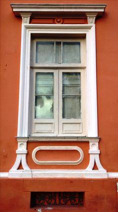 Uma das janelas da Escola de Medicina da Bahia.
