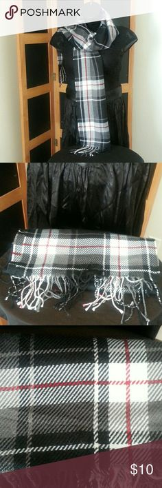 """LANDS END Scarf LANDS END Scarf- Plaid style: Black, Gray, Red, White with shingles at the bottom of each end.  Approximately 66"""" long (not including shingles), Very soft!  NWOT, EXCELLENT CONDITION!! CAN BE WORN BY BOTH MEN & WOMEN!!! ❤❤❤  🚫NO PETS 🚫NO SMOKE 🚫NO FLAWS Lands' End Accessories Scarves"""