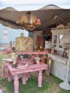 Pink furniture! Perfect' junkin'