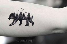 Unique bear tree landscape bicep arm tattoo ideas for women - oso bíceps ta Nature Tattoo Sleeve, Nature Tattoos, Sleeve Tattoos, Natur Tattoo Arm, Detailliertes Tattoo, Hiking Tattoo, Tattoos Familie, Freundin Tattoos, Small Tattoo Placement